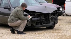 Een auto met schade